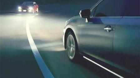 """老司机为什么常说""""走灰不走白,见黑停下来""""?这句话是什么意思?"""