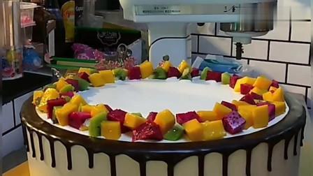 超大的水果蛋糕裱花,看着都流口水了!