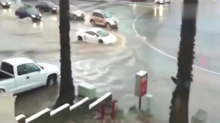 监控:这个开兰博基尼的人真任性,这么多积水还要硬冲