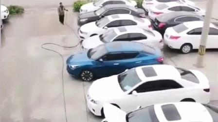 监控:像这样的车位我看都不看,因为看了我也进不去