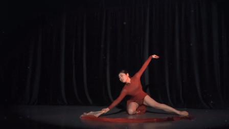 舞徒原创作品《心河》,舞蹈的技巧难度不大,但是跳得很深情!