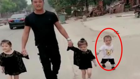 奶爸带三个萌娃出门,拉着女儿满眼宠爱,儿子:难道我是捡来的