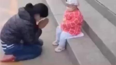 妈妈没钱给孩子治病,跪地痛哭对不起宝贝