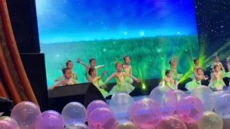 可爱的孙女霏霏参加天津电视台2020元宵节晚会的录制