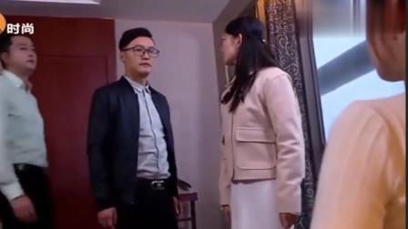妻子跟老总进了酒店房间,丈夫破门而入,发现房间里面不止妻子一个女人