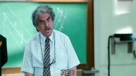 """三傻大闹宝莱坞:兄弟当着全班对校长撒酒疯,阿米尔汗拼命没能""""救下来"""""""