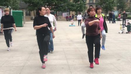 爆火鬼步舞《奔跑》成品舞,加上手部动作一起跳,整齐好看