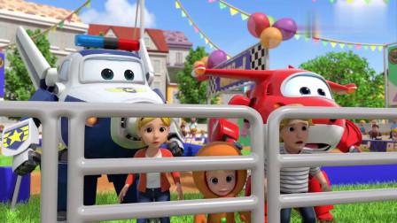 超级飞侠:小猪们闻见了姜饼的味道,跑到车上去,差点破坏了庆典