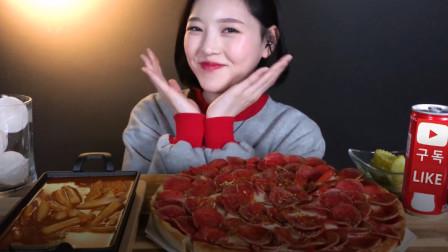 韩国吃播boki/辣香肠奶酪比萨饼/炒年糕/酸黄瓜/可乐