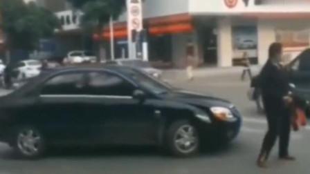 马路上遇到这种人太倒霉了,回看监控,让人愤怒不已