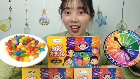 美食拆箱:小姐姐吃彩虹糖玩转轮盘,指针溜溜转,好吃又好玩