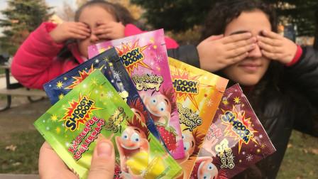 好好玩!萌宝小萝莉跟姐姐能猜中跳跳糖的口味吗?趣味玩具故事