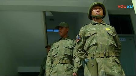 《士兵突击》成才和特种兵套近乎,没想到门卫兵说这话,成才立马无语了!