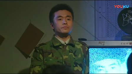《士兵突击》李梦带全班看电视,不料班长写退伍报告打断活动,刚说完这话老兵傻眼了!