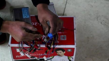 电动车维修之加装防盗器:防盗器连接控制器,找准插头插上去
