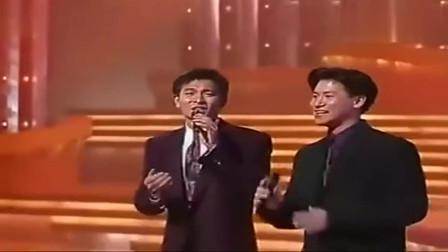 张学友与刘德华同台合唱经典名曲,歌声悦耳迷人,满满的回忆