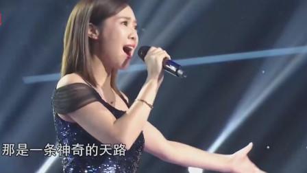 韩红肯定没想到,云朵竟然敢挑战她的成名曲,开口唱功立见高低