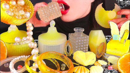珠宝美食看着很奢侈,妹子大口吃无压力,网友:看到吃香水瓶我服了