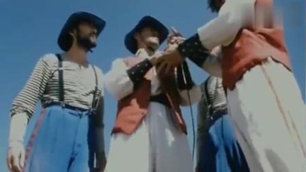 惠英红是有真功夫的,武功了得,还会耍剑!