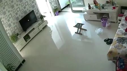 灵异事件:家里没人却出现诡异的一幕,要不是监控拍下,根本不敢相信!
