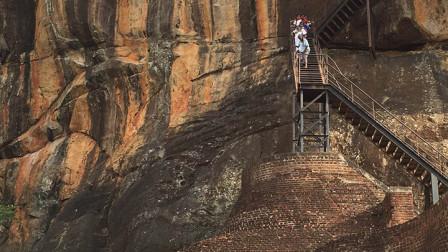 狮子国有座巨型岩石,顶部暗藏神秘宫殿,没人知道是怎么建造的