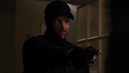 虎胆追凶:歹徒入室抢劫,还让美女妈妈自己动手开保险柜,美女妈妈:我不喜欢开保险柜的时候被枪指着!
