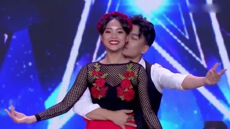 中國達人秀:小伙臺上大變活人,出來個美女,沈騰看的瞪大了眼!