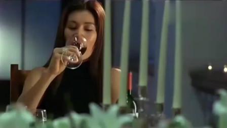 3个美女喝下一杯饮料后就晕倒了,接着进来两个壮汉~
