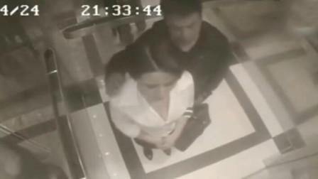 女子在电梯内玩手机,谁知遇到渣男,瞬间的反应无敌了