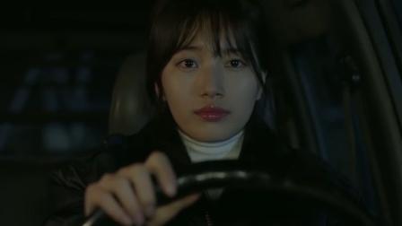 美女看见害父亲的,直接开车撞了过去,不料结局太意外了