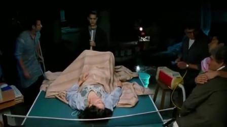 """三傻大闹宝莱坞:孕妇生不出孩子,兰彻用吸尘器吸""""胎儿""""?太神奇了"""