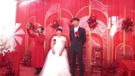 河南一30岁老光棍,实在娶不到老婆,娶了一位又矮又胖二婚嫂……