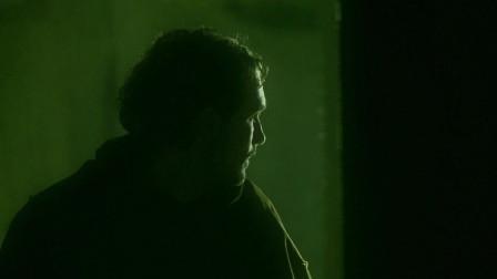 黑暗复仇者:洞穴内杂物林立阴冷黑暗,怪兽行踪飘忽不定
