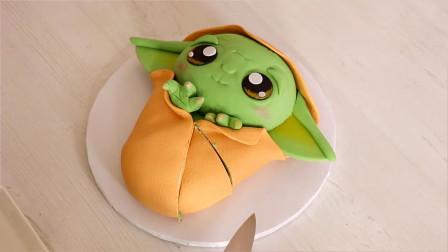 生日蛋糕的创意新玩法:做成绿色外星人宝宝!猜猜来它自哪部电影