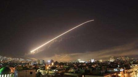白宫恐吓之际!伊朗下令导弹发射,美军基地80人当场炸死