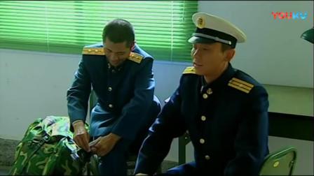 《士兵突击》李晨安排分床,不料成才一句话直接被骂,伞兵是个火爆脾气!
