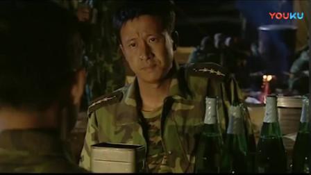 《士兵突击》连长端着饭盒来找史今,班长说出这番话,连长服了!