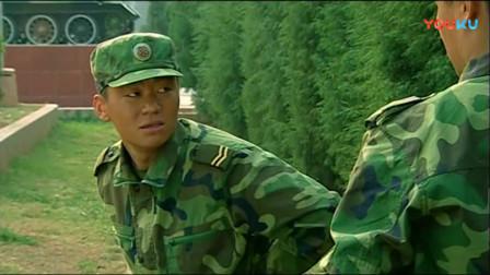 《士兵突击》许三多训练变成这样,不料成才拿弹弓瞄准他,宝强认怂了!