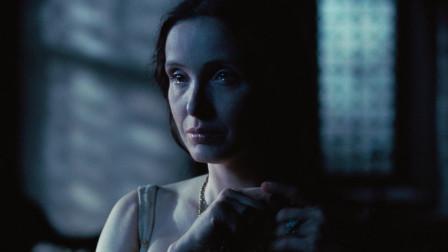 女伯爵:伊丽莎白得知男子的到来,是为了搜集她人的证据