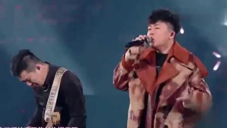 跨年晚会:胡彦斌一曲《情不自禁》嗨翻全场,单曲循环中!