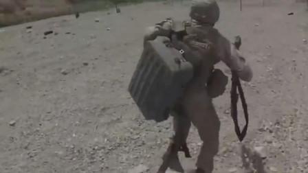 美军发射单兵小火箭铺设导爆索完成扫雷作业