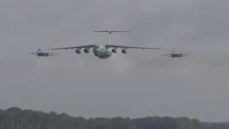 两架苏27战机护航伊尔-76运输机