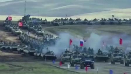 俄罗斯拥有全世界第一数量的装甲力量,犹如钢铁洪流