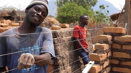 非洲人到底有多懒?看完他们盖房子就明白了,穷是有原因的!