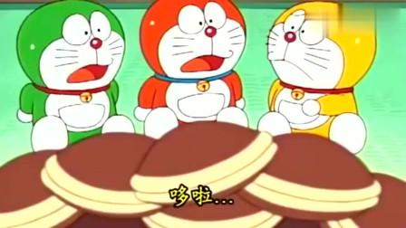哆啦A梦:哆啦A梦请小哆啦A梦一起吃铜锣烧!看这表情就不想吃哈哈