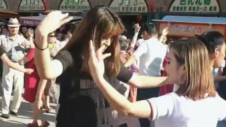 去新疆,一定要感受一下新疆姑娘们的热情!