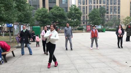 目前流行的广场摆胯舞,节奏动感,坚持跳快速瘦身有效减肥