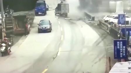 大货车失控太可怕!犹如炮弹一般,监控拍下惊悚的一幕