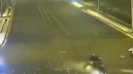旋转着过路口的见过吗,监控拍下难得一见的画面