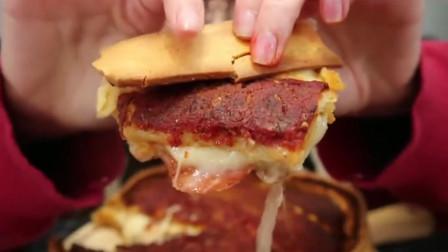 美女挑战大份肉酱披萨,看着真有食欲